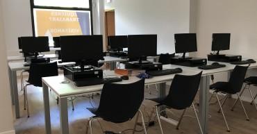 Espacio de ordenadores del aula de Formación