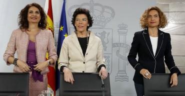 GRAF1890. MADRID, 29/03/2019.- Las ministra de Educación, Isabel Celáa (c); de Hacienda, María Jesús Montero (i); y de Política Territorial, Meritxell Batet (d), durante la rueda de prensa posterior al Consejo de Ministros. EFE/Ballesteros